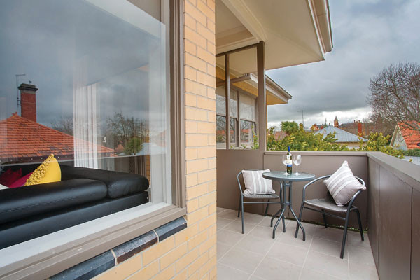 Lake Wendouree accommodation Jayde balcony